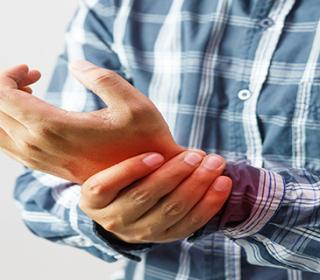 ízületi fájdalom a test egyik oldalán izom- és ízületi fájdalmak allergiával