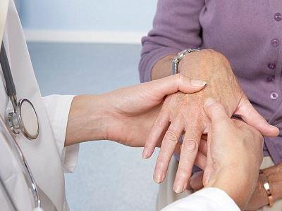 enyhe ízületi betegségek az egyik kar ízületei fájnak