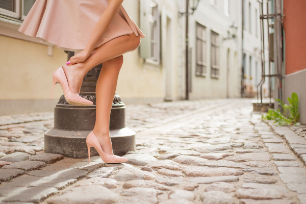 A járás okozta fájdalom a fájdalom miatt. Miért érezhető sarokfájás járás közben?