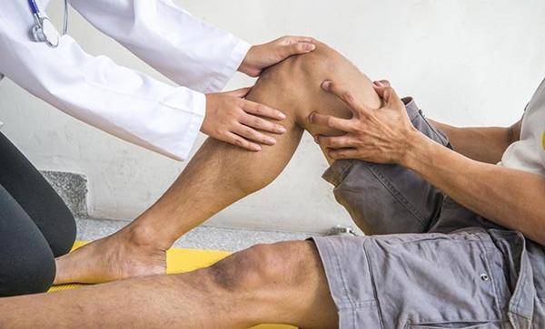 mi okozza a térd és ízületek sérülését