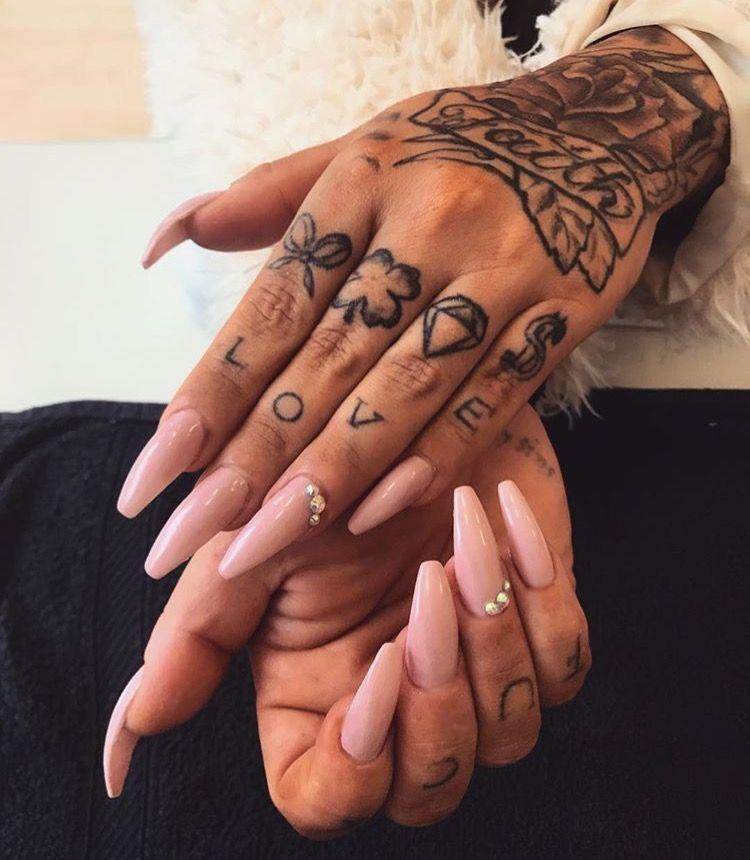 a jobb kéz csuklófájdalma