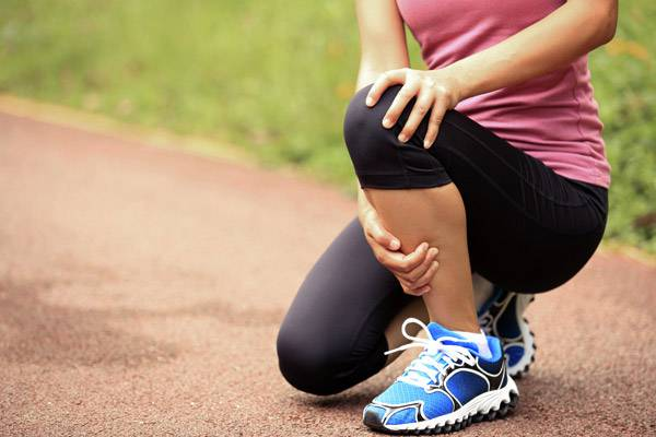 a lábak ízületeiben vándorló fájdalom okokat okoz injekciók ízületi fájdalom