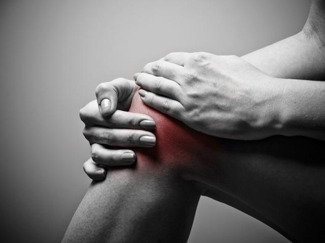 a térd és a lábak ízületei nagyon fájnak