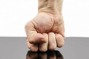 ropogás és fájdalom az ujj ízületében