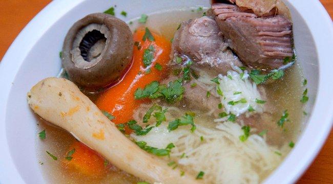 A húsleves tényleg gyógyítja a megfázást