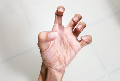 tartós fájdalom az ujj ízületében mi okozza a könyök ízületeit