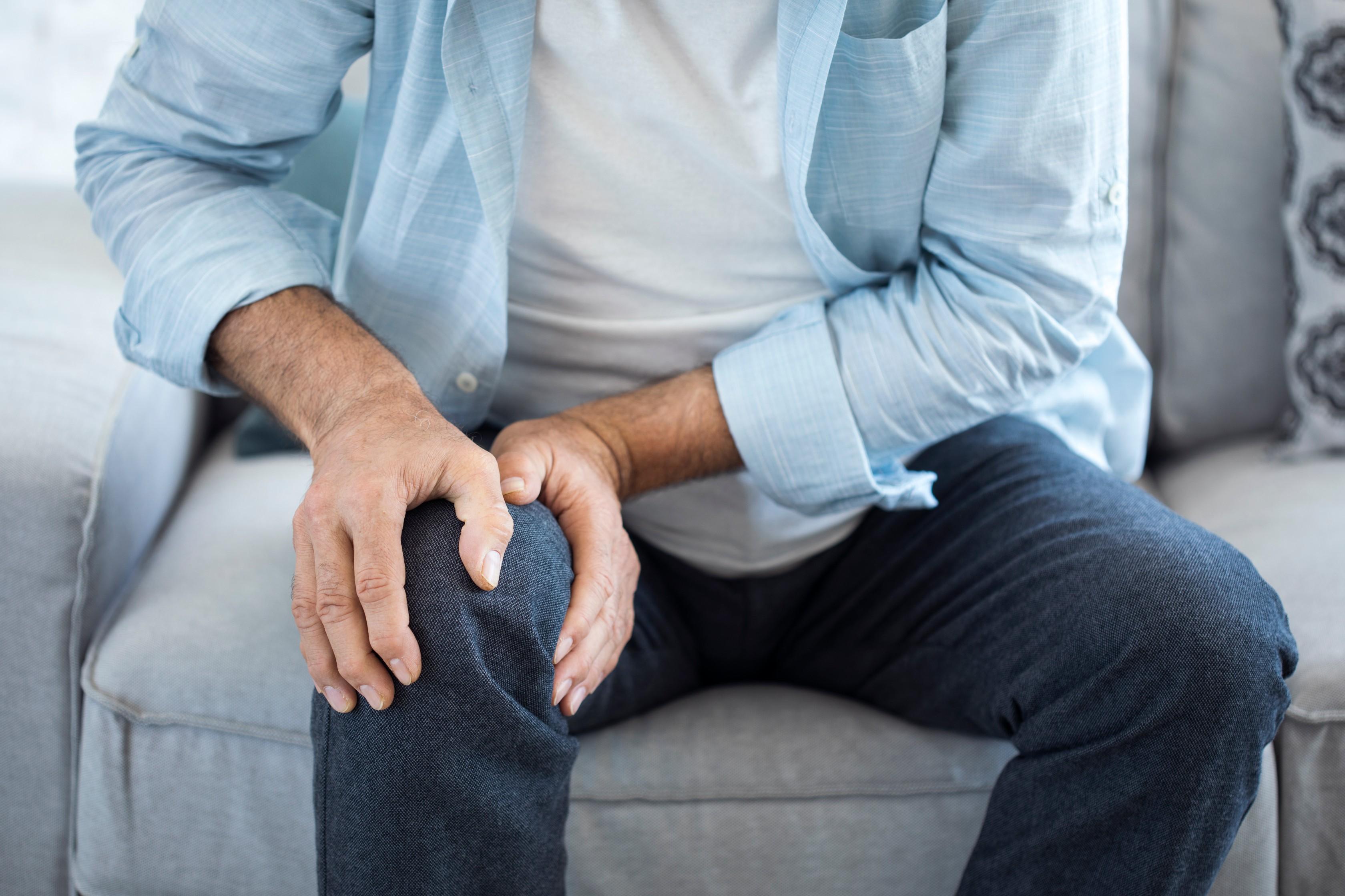 ízületi fájdalom a test egyik oldalán nagylábujj-fájdalom kenőcs
