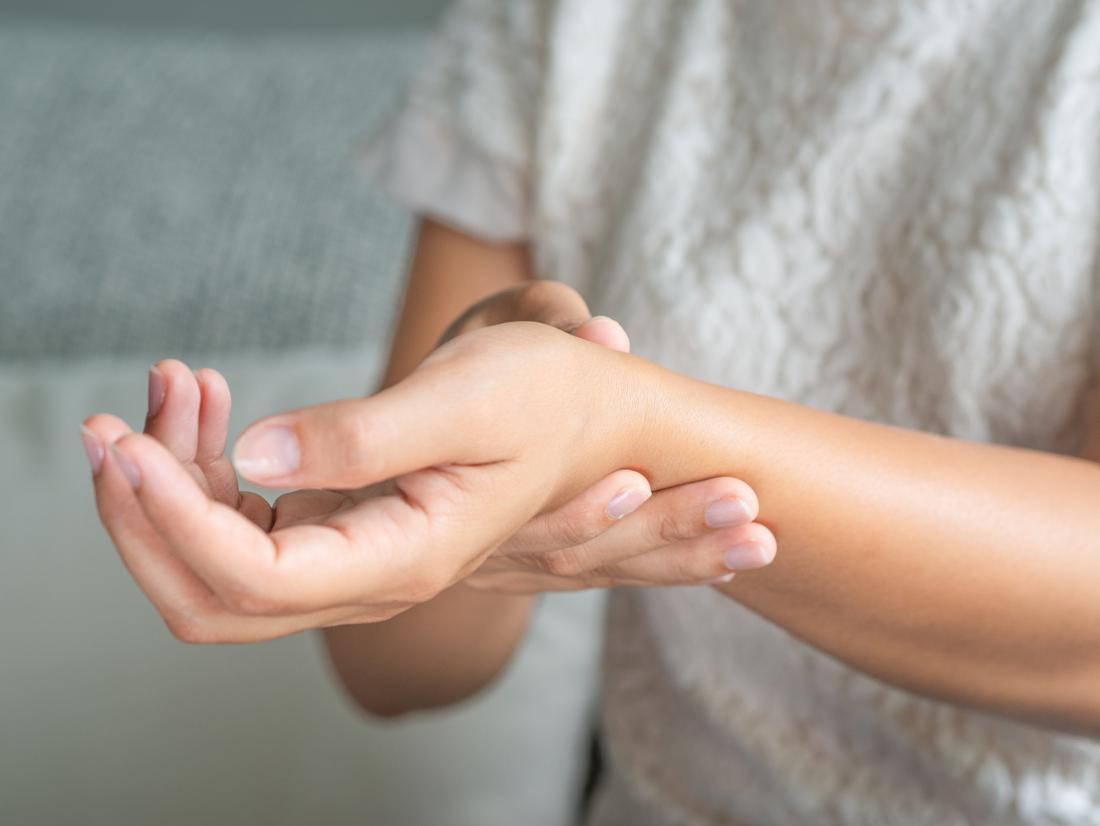 Ízületi gyulladás: miért erősödnek fel ősszel a tünetek?