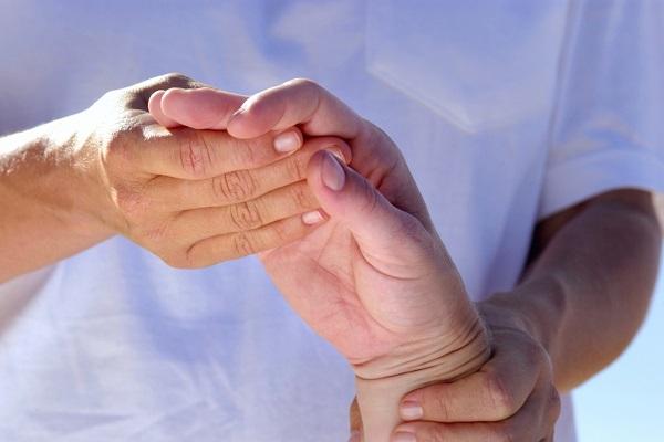 mi lehetetlen az ujjak artritiszével