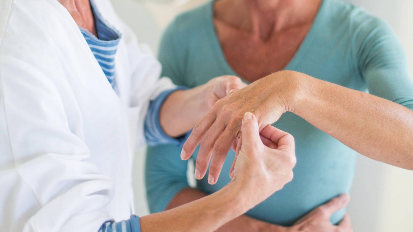 miért fáj a kéz ízületei munka után váll fájdalom kéz zsibbadás kezelése