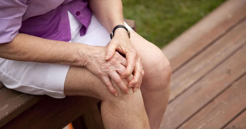 fájdalom a térdízületben ülő és