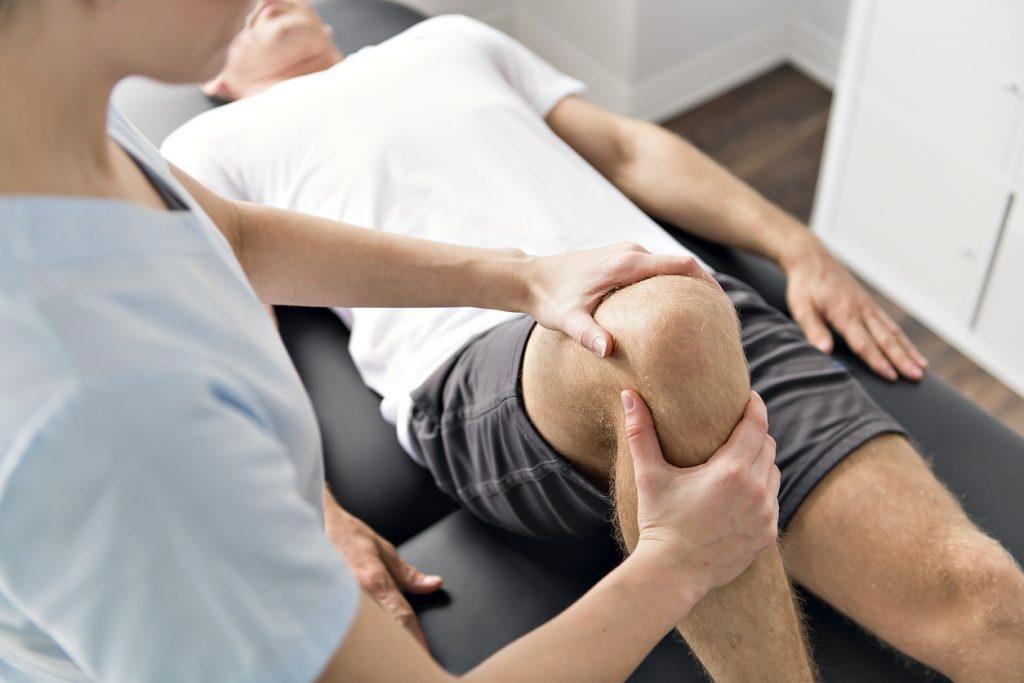 térdrándulás és kezelés hialuronsav ízületi fájdalmak kezelésére